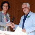 Marlein Auge, die deutsche Präsidentin des DAIFC überreicht den Scheck an Förderkreisvorsitzenden Udo Radzei.