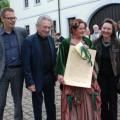 Die Förderkreis-Mitglieder Museumsleiter Dr. Jens Stöcker, Professor Gernot Rumpf, Ingeborg Schüler als  Fürstin Eleonore und Barbara Rumpf.